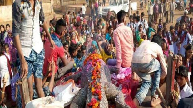 Funeral procession of Gangaram the crocodile