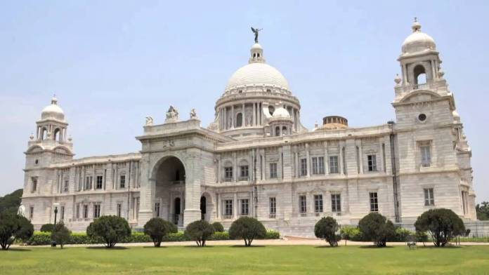 Victoria Memorial is dedicated to the memories of Queen Victoria