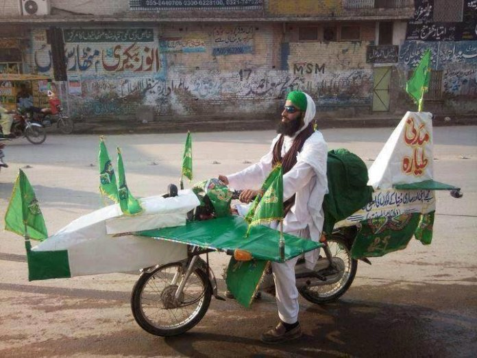 Pakistani Twitter users ask their government to close 'Indian airspace'