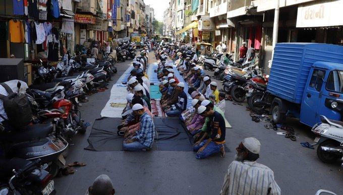 Uttar Pradesh police imposes complete ban on namaz on roads