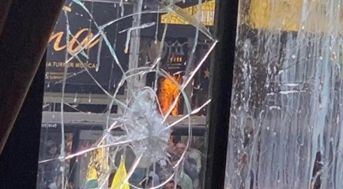 Violent British Pakistani protestors target the Indian High Commission building in London