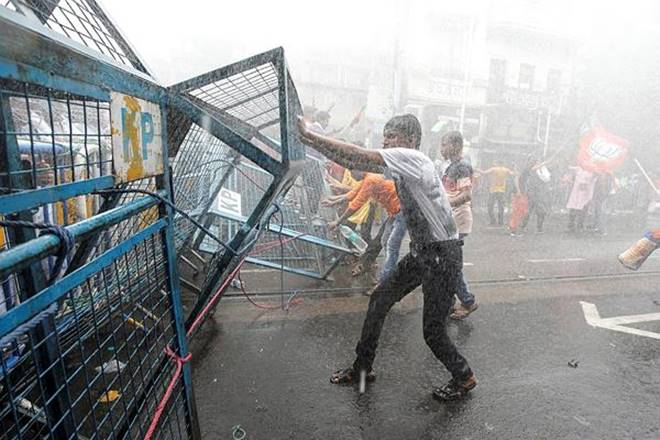 Kolkata police uses brute force to disperse protestors gathered outside Kolkata Municipal Corporation