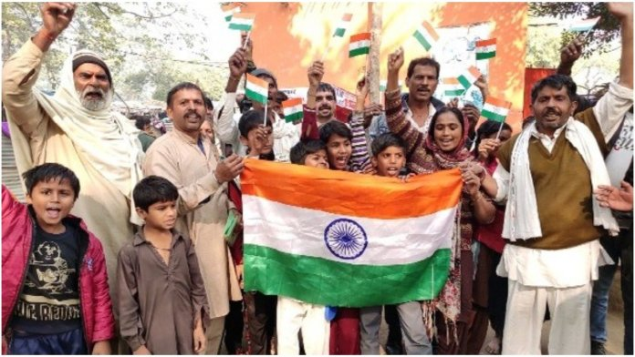 Pakistani Hindu refugees in India cheer for CAB