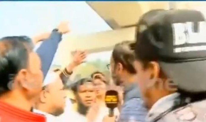 Video shows MediaOne journalist being harassed by a mob, allowed to let go only after he reveals he is a Muslim