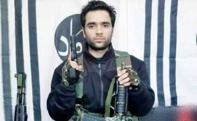Hindustan Times tries to whitewash the Pulwama terrorist, only exposes his family further