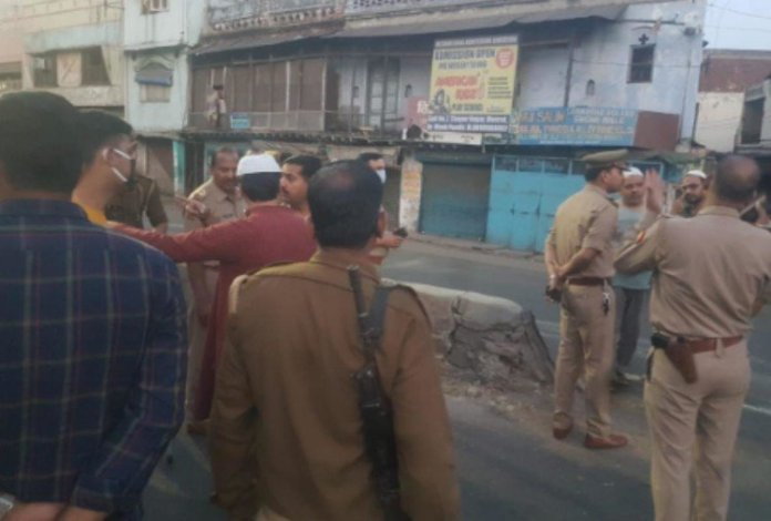 Muslims create ruckus after police stopped them from offering collective namaz in different mosques of Meerut