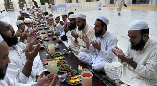 Pakistan's Islamic clerics defy government order, declare that they will continue daily and Friday prayers