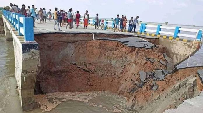 Images shared by media portals claimed that the recently inaugurated Sattar Ghat Bridge has been washed away in heavy rains