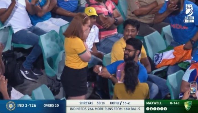 Netizens awed by an unsual 'proposal' during India Vs Australia ODI match