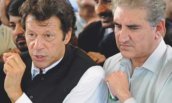 Watch: Pakistanis battle each other for a piece of cake, FM Shah Mahmood Qureshi tries to eat a peace with his mask still on