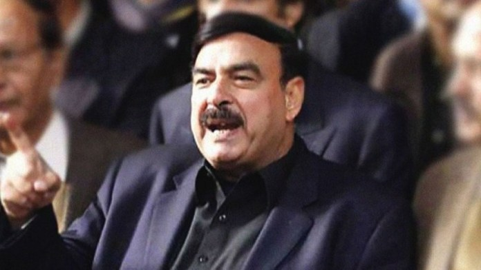 Pakistan: Minister Sheikh Rasheed 'tests' expired tear gas shells on protestors