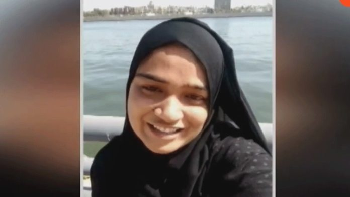 23 year old Ayesha commits suicide by jumping into Sabarmati River