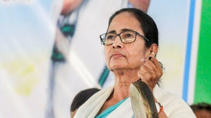 Mamata asks voters to 'gherao' CRPF jawans, alleges they are preventing voters from casting votes