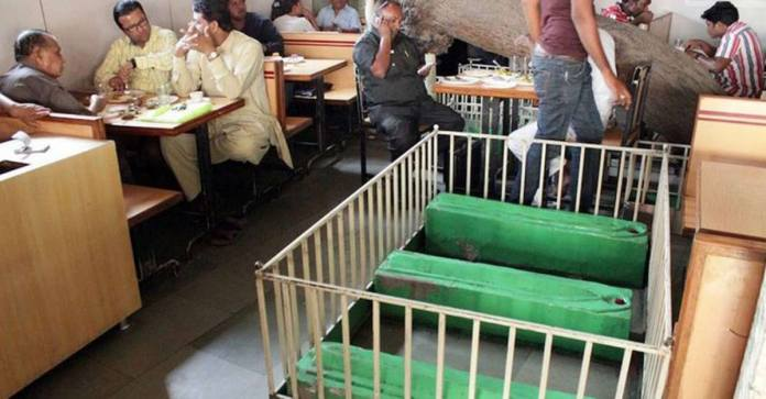 A restuarant in Ahmedaabd is the world's first graveyard restaurant