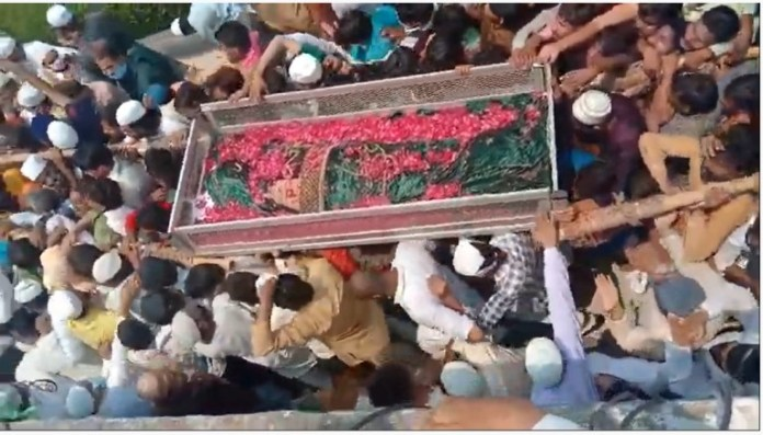 UP: Covid norms violated as hundreds gather for funeral of Islamic leader  Salim Mian in Badaun