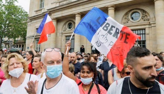 France: Anti-vaxxers resort to violence, vandalism over mandatory jabs