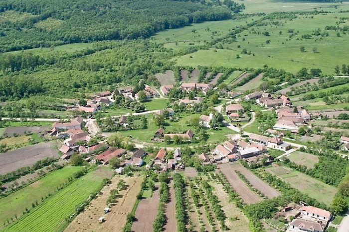 Surprize Minunate Pentru Turisti In Singurul Sat Rotund Din Romania