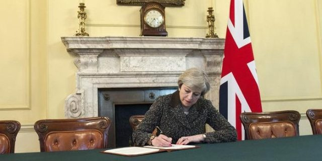 Theresa May, articolo 50 brexit
