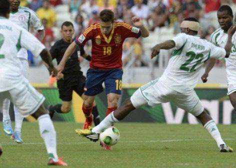 Jordi-Alba-eludes-Nigerias-defenders-472x336