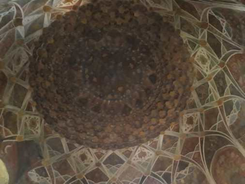The Mukarna ceiling in the centre above the tombs.
