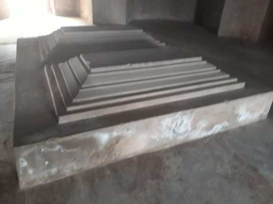Tombs with no inscriptions and heavily concretised.