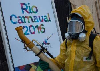 "A municipal agent sprays anti Zika mosquitos chimical product at the sambadrome in Rio de Janeiro, on January 26, 2016.  Brazil is mobilizing more than 200,000 troops to go ""house to house"" in the battle against Zika-carrying mosquitoes, blamed for causing horrific birth defects in a major regional health scare, a report said Monday. / AFP / CHRISTOPHE SIMON"