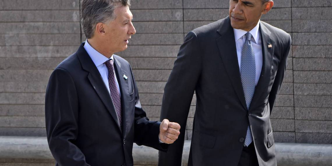 """US President Barack Obama (R) and Argentinian President Mauricio Macri pay homage to Dirty War's victims at the """"Parque de la Memoria"""" (Remembrance Park) in Buenos Aires on March 24, on the 40th anniversary of the 1976 military coup. Obama paid tribute Thursday to victims of Argentina's former Washington-backed dictatorship at a memorial on the banks of the River Plate, a monument to the estimated 30,000 people who were killed or went missing under the 1976-1983 military regime. AFP PHOTO / NICHOLAS KAMM / AFP / NICHOLAS KAMM"""