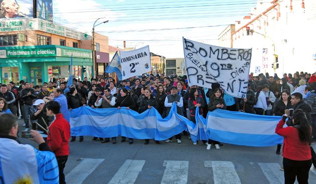 Ayer los policías se movilizaron en Río Gallegos - Foto: OPI Santa Cruz
