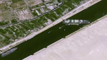 navio-encalhando-no-canal-de-suez