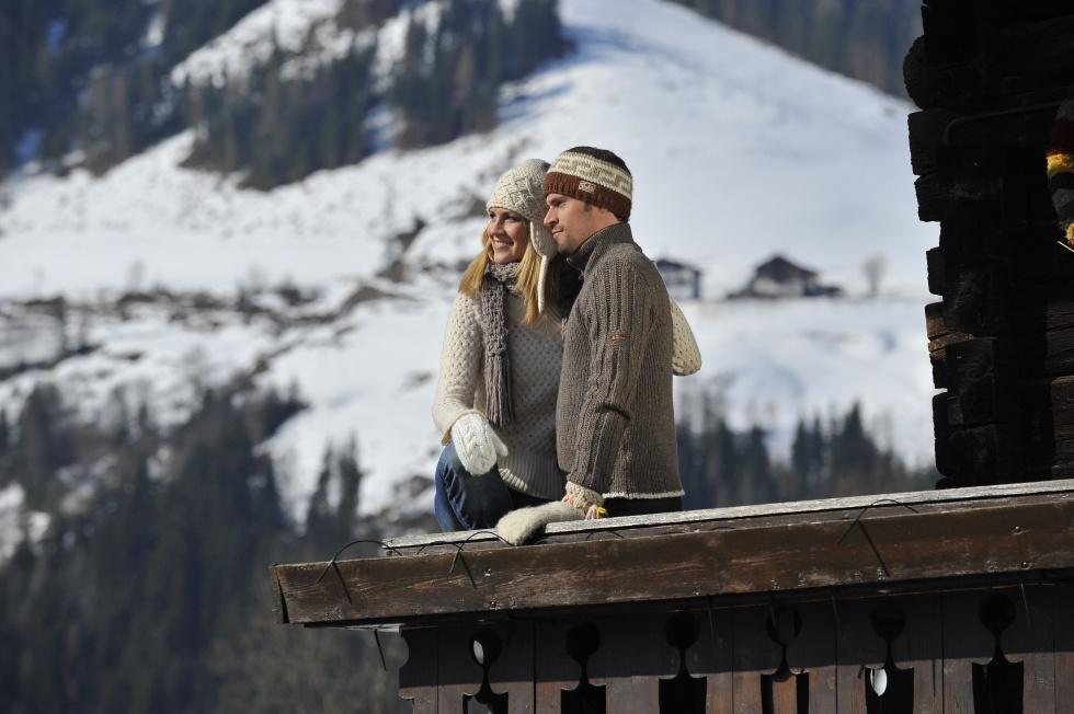 Junges Paar auf dem Bauernhof