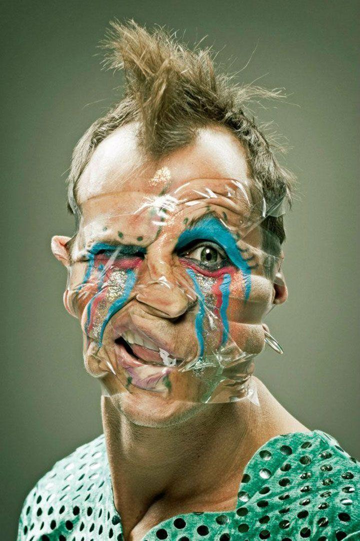 32-personnes-defigurees-par-un-artiste-passionne-de-ruban-adhesif12