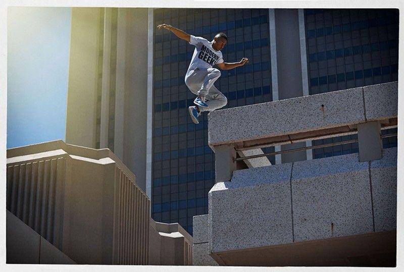 dimitri-daniloff-photographs-parkour-athletes-mid-flight-10