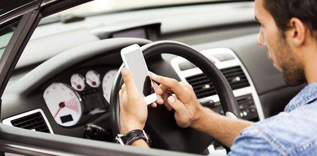 téléphone-portable-sms-au-volant