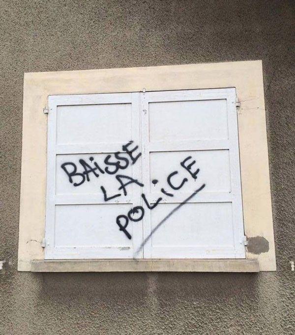 baisse la police