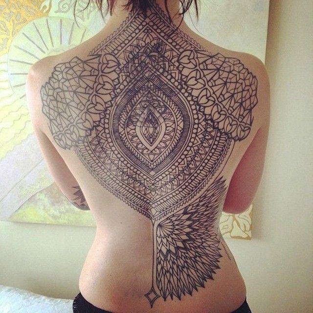 tatouages-gemetriques-permanents-art-corporel