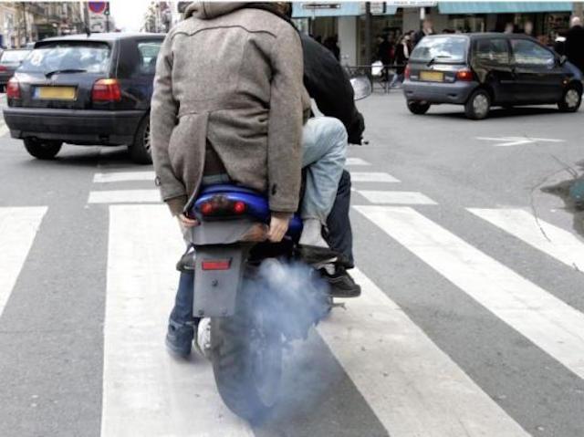 interdiction rouler paris moto