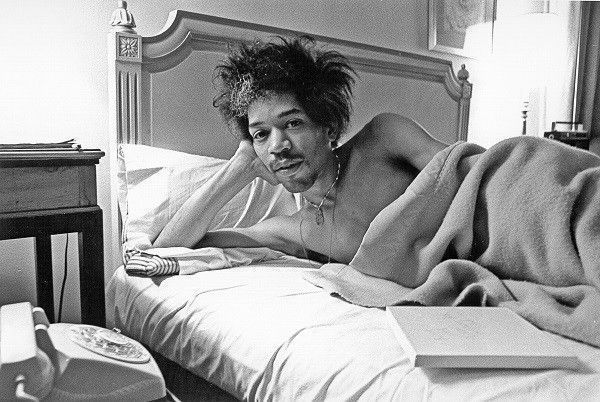 roz-kelly-Hendrix-bed-hotel