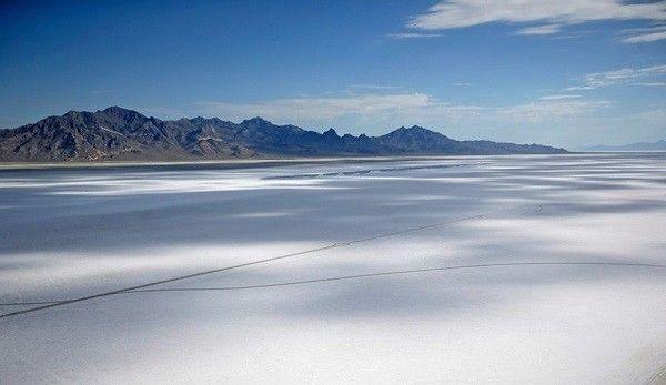 Rick-Bowmer-saltflats