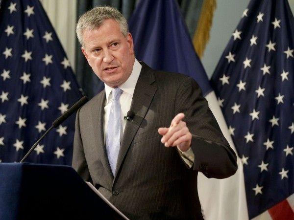 times-square-new-york-topless-bill-de-blasio