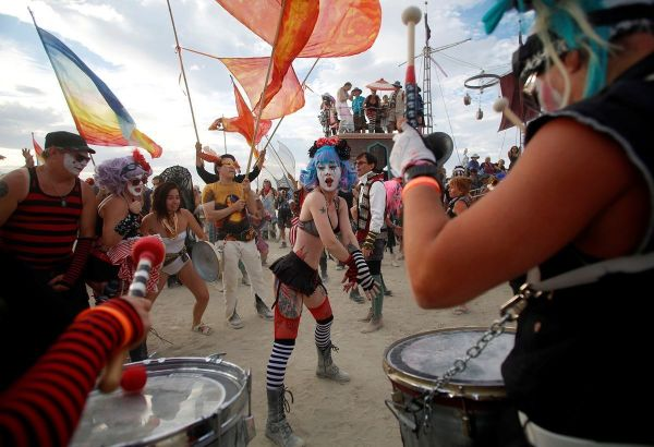Members of the Trash Kan Marchink Band perform as approximately 70,000 people from all over the world gather for the 30th annual Burning Man arts and music festival in the Black Rock Desert of Nevada, U.S. August 29, 2016. Picture taken August 29, 2016. REUTERS/Jim Urquhart FOR USE WITH BURNING MAN RELATED REPORTING ONLY. FOR EDITORIAL USE ONLY. NOT FOR SALE FOR MARKETING OR ADVERTISING CAMPAIGNS. NO THIRD PARTY SALES. NOT FOR USE BY REUTERS THIRD PARTY DISTRIBUTORS - RTX2NK62