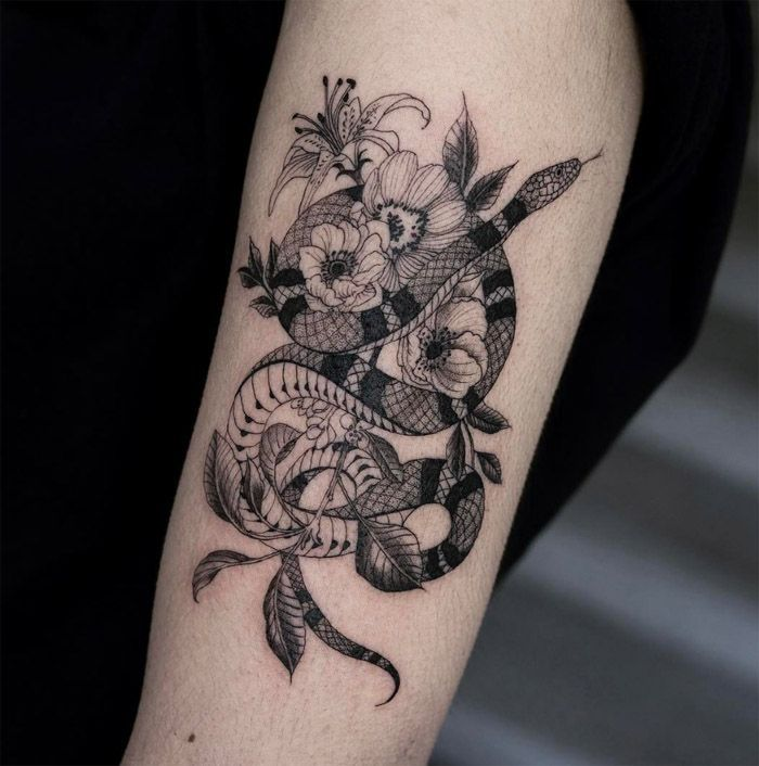 Personnages Surreels Et Fleurs Sauvages C Est Oozy Tattoo Openminded