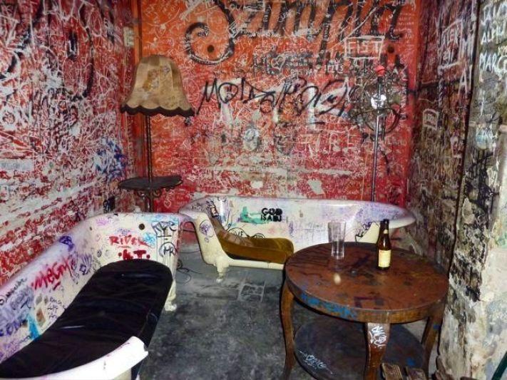ruin's bar