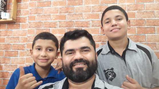 Hernando e seus filhos - foto arquivo pessoal