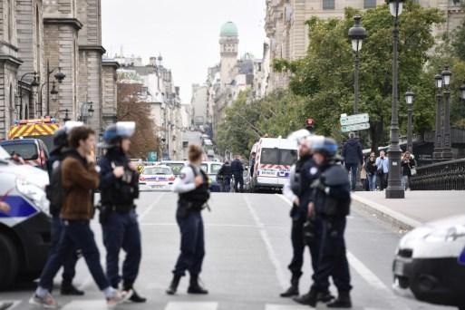 Resultado de imagem para ataque de faca em paris