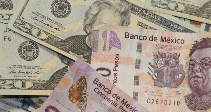 En la sesión, la paridad peso-dólar se ubicó en un mínimo de 19.3425 y un máximo de 19.4649 pesos por dólar.