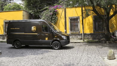 UPS and Estafeta announced the expansion of their commercial alliance that began last June to continue offering exporters, new or existing, the opportunity to take advantage of the benefits of the new T-MEC by reaching the US market in just one day.