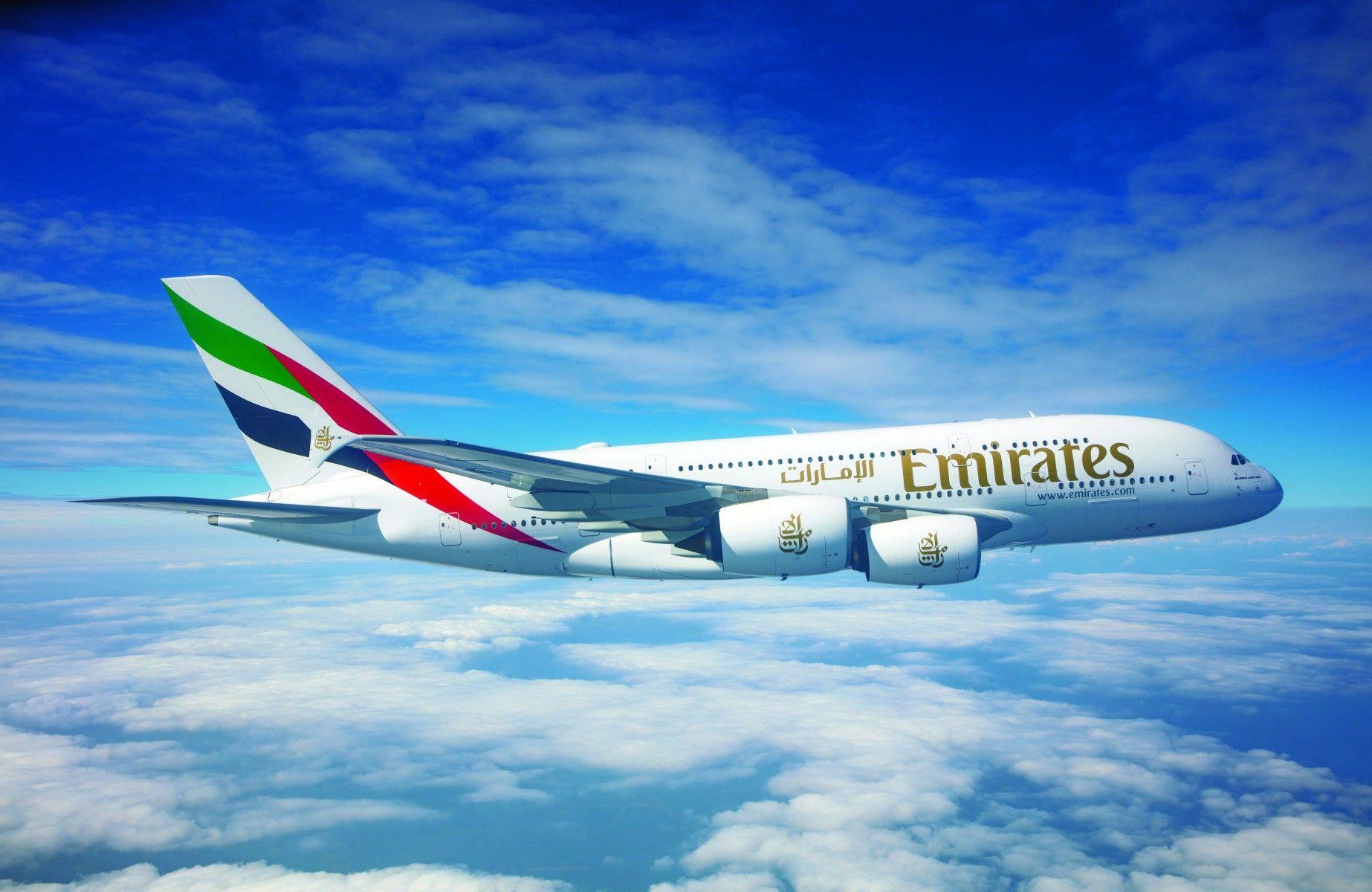 Emirates Airlines es la aerolínea internacional más grande del mundo, vuela a 158 destinos en 85 países y opera 269 aeronaves como Airbus A380 y Boeing 777.
