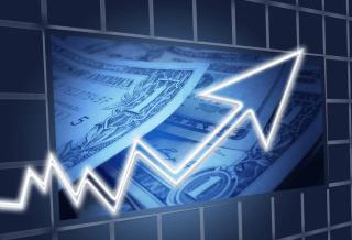 El peso cerró la sesión con una apreciación de 0.66% o 12.8 centavos, cotizando alrededor de 19.13 pesos por dólar, ganando terreno junto a la mayoría de los principales cruces y de las divisas de economías emergentes.