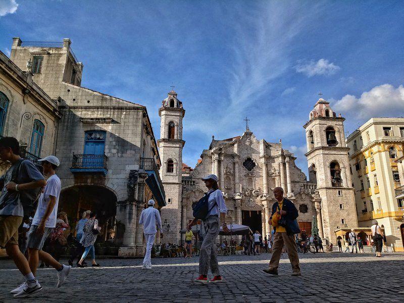 Las autoridades cubanas informaron que 4.3 millones de turistas visitaron Cuba en 2019, frente a 4.7 millones en 2018.