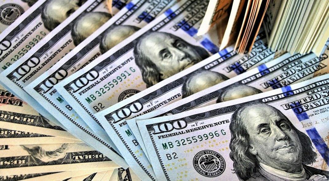 El peso inicia la sesión con una apreciación de 0.80% o 18 centavos, cotizando alrededor de 22.33 pesos por dólar, observándose un incremento del apetito por riesgo en los mercados financieros globales.
